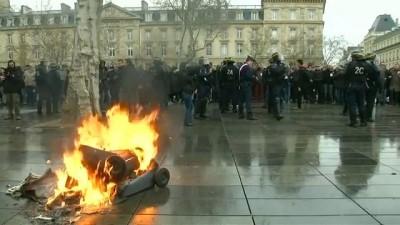 lise ogrencisi - Fransa'da 'sarı yelekliler' hareketi yayılıyor: Binlerce öğrenci sokaklara döküldü