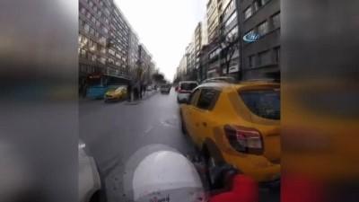 Motosikletli kuryelerin ölümden döndüğü anlar kamerada