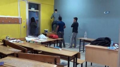 Silopi ilçesinde bulunan öğretmenler tatillerini sınıfları boyayarak geçiriyor