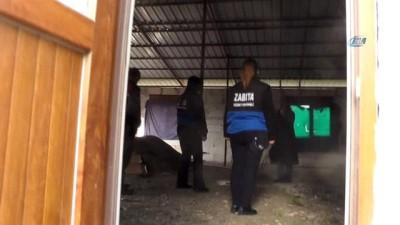 Evinin yıkılmasına engel olamayan kadın gözyaşlarına boğuldu