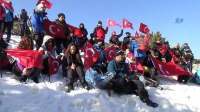 Mehmetçiğe destek için 10 kilometre yürüdüler