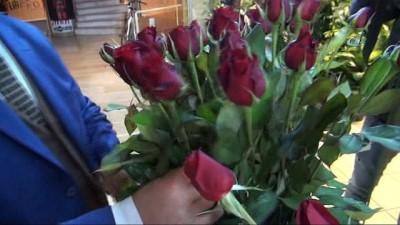 Çiçekçiler Sevgililer Günü için 24 saat çalışıyor