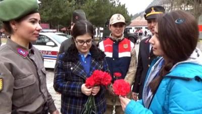 Liselilerden Mehmetçiğe 14 Şubat Sürprizi