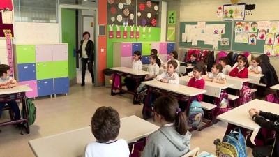 okul kantini - Mektuplarına cevap veren askerlere atkı ve bere örüyorlar - İSTANBUL