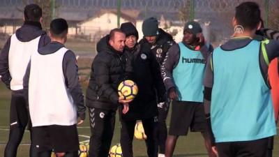 Atiker Konyaspor Teknik Direktörü Özdilek: 'Bu oyuncularla daha çok gol atacağız' - KONYA