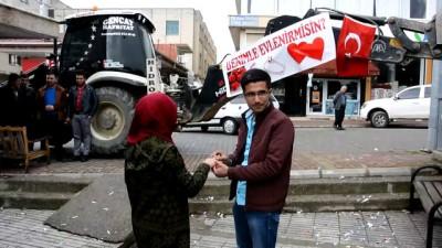 İş makinesine asılan pankartla evlilik teklifi - ANTALYA