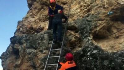 - Ulubey Kanyonu'ndaki kayalıklarda mahsur kalan genci AFAD kurtardı