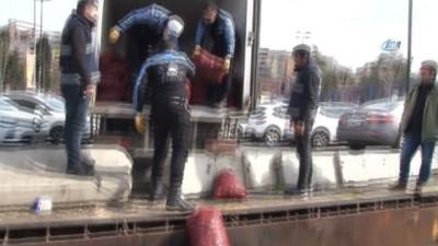 Beyoğlu'nda kaçak midye operasyonu