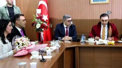 Güroymak Kaymakamı Alibeyoğlu nikah kıydı, Varto Kaymakamı Çetin şahitlik yaptı