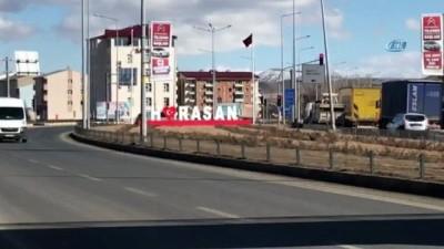 İstanbul diye Erzurum'a bıraktılar...Horasan'da 50 kaçak göçmen yakalandı