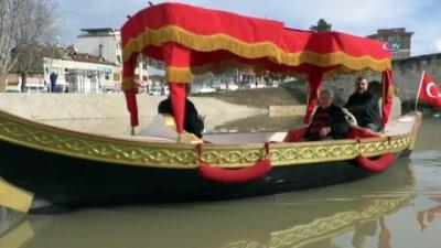 Venedik Gondolu yerine Osmanlı Kayığı