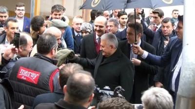 - Başbakan Yıldırım, Cuma Namazını Münih Merkez Camii'nde Kıldı