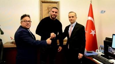 - Dünya Ağır Sıklet Boks Şampiyonu Charr, Türkiye Yolunda
