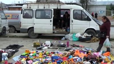 Evden atıldılar, minibüse sığındılar...Dört teker üstünde hayatta kalma mücadelesi