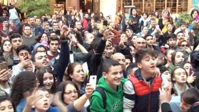Şahan Gökbahar'ın yeni filmi Kayhan'ın İzmir galasında izdiham
