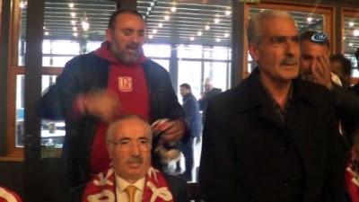 Şehit Polis Fethi Sekin'in babası Zeki Sekin, Elazığ ekibini yalnız bırakmadı