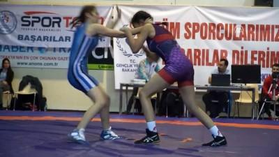 Türkiye Yıldız Bayanlar Güreş Şampiyonası başladı - TEKİRDAĞ