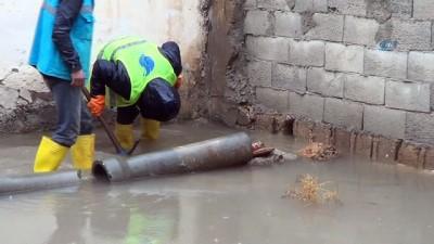 Akçakale'de yağış etkili oldu, evleri su bastı