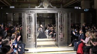 - Londra Moda Haftası'nda Ajda Pekkan rüzgarı