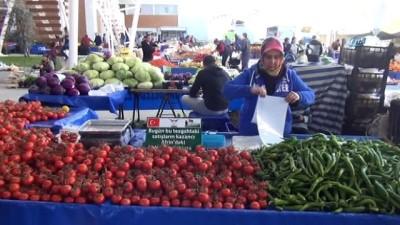 Manavgat semt pazarında tezgahlar Mehmetçik için açıldı
