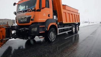 Tendürek Geçidi'nde kar yağışı nedeniyle ulaşımda aksamalar yaşanıyor - AĞRI