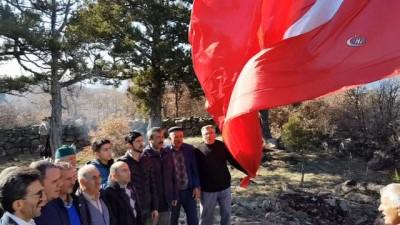 Afrin'e destek olmak için Kastamonu'nun en yüksek tepesine bayrak dikip, İstiklal Marşı'nı okudular
