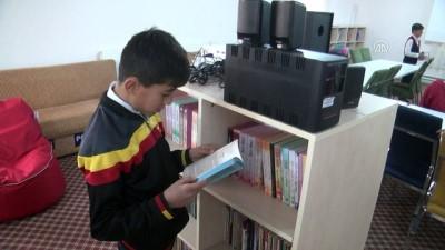 Semt kütüphanelerinde hem öğreniyorlar hem eğleniyorlar - HAKKARİ