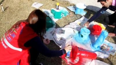 Erzincan'da gençler atık şişelerden kuşlar için yuva ve yemlik yaptı