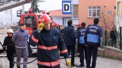 3 katlı binanın zemin katında yangın çıktı, 2 çocuk evde mahsur kaldı