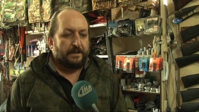 Av ve kamp malzemeleri satıcısı eski Astsubay Aydın Özdemir: 'Avcılık sporuna ilgi duyan vatandaşların eğitim sürecinden geçmeleri gerekir'
