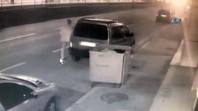 Bursa'da feci kaza...Kontrolden çıkan otomobil caddede yürüyen yayaya ve 3 araca böyle çarptı