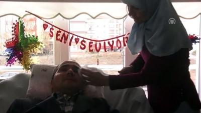 Evde sağlık hizmeti gören hastaya evlilik yıl dönümü sürprizi - AKSARAY