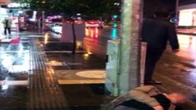 Vakaya giden ambulansın yolu kesildi