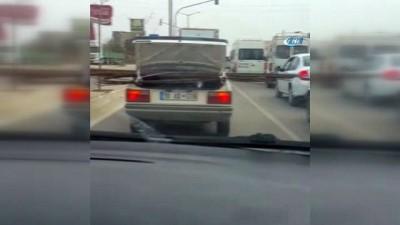 Bagajda demirle trafikte tehlike saçtı... Sürücü ve yayaların otomobille imtihanı kamerada