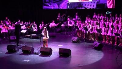 Çocuklar 'Barış Abi'lerini şarkılarıyla andı