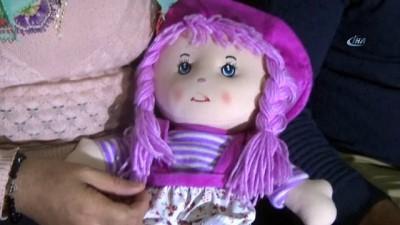 Yıllardır bebekleri olmayan çift oyuncak bebekle avunuyor