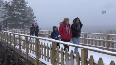 Abant kar yağışıyla yeniden beyaza büründü