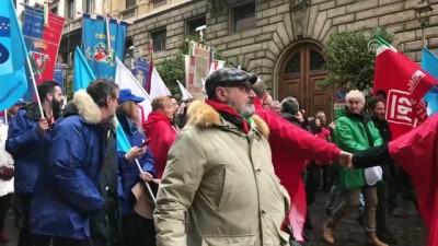 İtalya'da seçim öncesi aşırı sağ karşıtı gösteriler - ROMA
