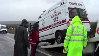 Kilis'te ambulans devrildi