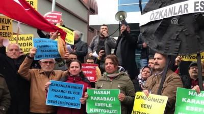 İzmir'de esnaf semt pazarının kapanmasını protesto etti