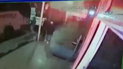 Fatih'te otobüsten müşterilerin parasını gasp eden sahte polisler tutuklandı