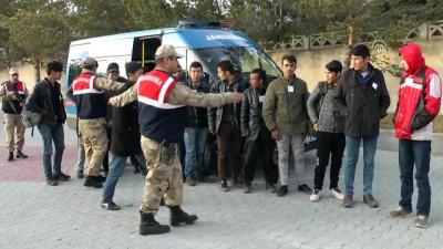 Kaçak göçmenlerin 'Doğu Ekspresi' yolculuğu erken bitti - ERZİNCAN