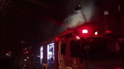 Ümraniye'de minibüste başlayıp depoya sıçrayan yangın söndürüldü - İSTANBUL