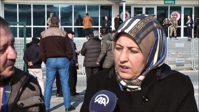 Şehidin ailesi, darbe sanıklarının peşini bırakmıyor - İSTANBUL