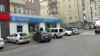 Kayseri'de banka şubesinde silahlı soygun (2)