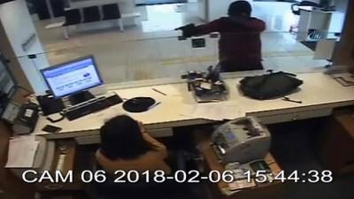 68 bin TL'lik silahlı banka soygunu kamerada