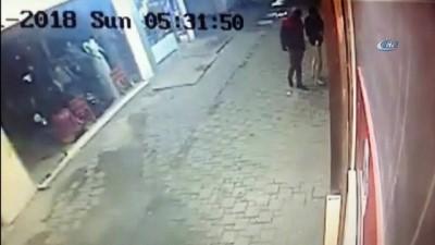 Dükkanlara dadanan hırsızlar kamerada