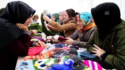 KYK'lı kız öğrencilerden Mehmetçik'e destek - SAKARYA