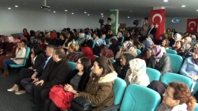 Boks eldiveniyle ev hanımlarına girişimcilik konferansı