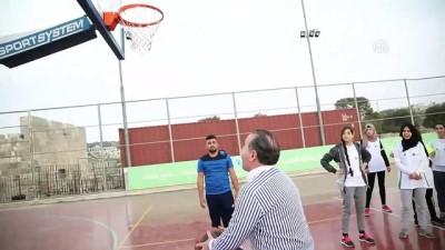 Gençlik ve Spor Bakanı Bak Filistinli çocuklarla futbol ve basketbol oynadı - KUDÜS